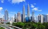 """Kuala Lumpur: Město, kde do nebe rostou """"dvojčata"""" a kde mají mamutí jeskyně"""