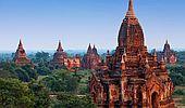 Maximální romantika: Tisíce barmských chrámů ční z bujné vegetace