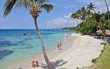 Dominikánská republika v zimě láká na karnevaly a akrobatické surfování