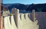 Fascinující Hooverova přehrada: Její 220 metrů vysoká hráz tuhne už 80 let