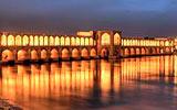 Írán fascinuje svou historií a ohněm, který hoří už patnáct století