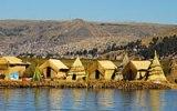 Jezero Titicaca: To jsou plovoucí vesnice a v nich Urové, tajemný národ s černou krví