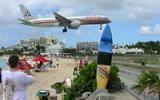 Letadla extrémně nízko nad pláží: To je největší tahák Nizozemských Antil