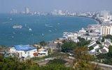 Pattaya je město zábavy pro dospělé. Najdeme v ní slavné noční kluby i čtyřokého muže