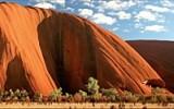 Tajemné Uluru: Výstup na vrchol prý nosí smůlu a záhadně tady mizí turisté