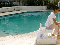 Spa-outside-pool