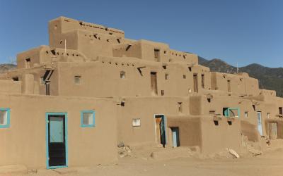 Alegantní vícepatrový komplex puebla Taos Pueblo | Taos