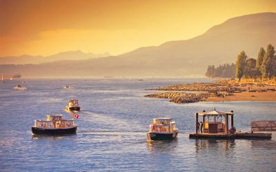 Plavbu přes úžinu Straight of Georgia může umocnit setkání s kosatkami či velrybami. | Vancouver Island