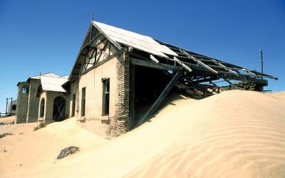 Magické městečko duchů Kolmanskop, kde v roce 1908 vypukla diamantová horečka | Namibie