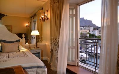 1_Bed_Suite_Room_136_Tble_Mtn_facing_9