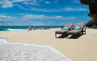 VOMO-Beach-Secluded-Chairs