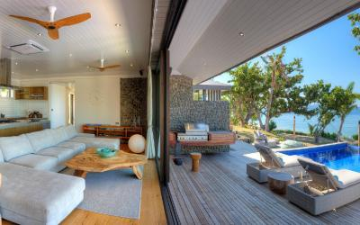 VOMO-The-BeacHouse-In-Out-Panorama