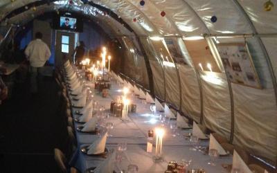 Union Glaceir Camp - slavnostní tabule