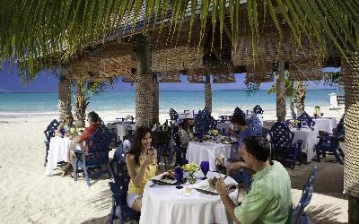 Neformální večeře na pláži | Sandals Grande Antigua