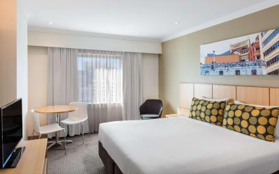 travelodge-hotel-sydney-guest-room-queen-01-2016-2