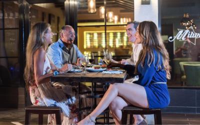 večerní posezení v baru
