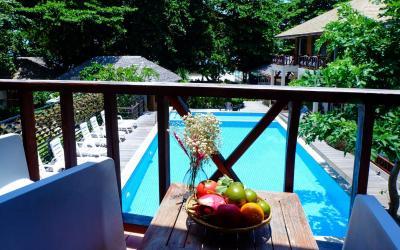 pool-side-rooms01