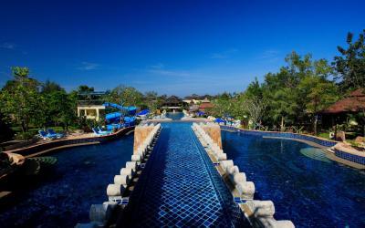 0 Lagoon Pool 1