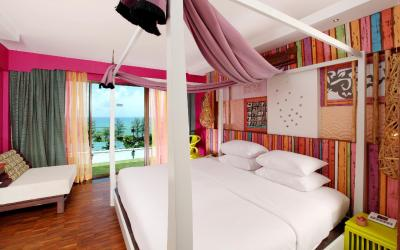 patong_beach_hotel_-_deluxe_room_sunset_wing_fishermans_village_theme_1