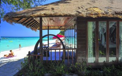 deluxe beach front bungalow - exterier
