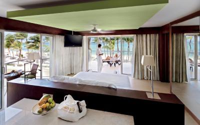 Premium level panoramic ocean-view suite