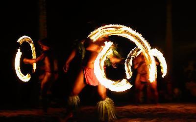 Taneční představení v Tiki Village