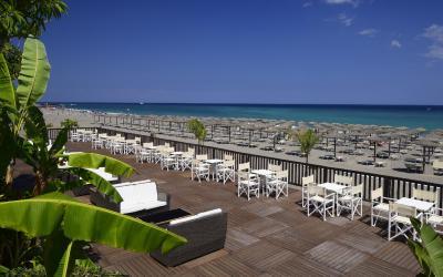 terasa s pláží