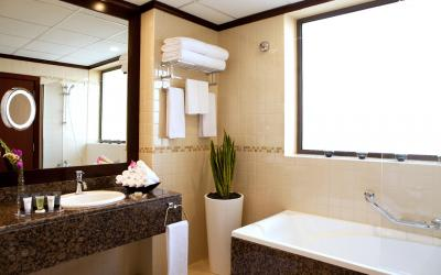 Ramada Plaza Jumeirah Beach Residence - koupelna