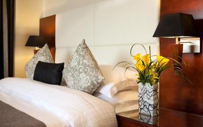 Ramada Plaza Jumeirah Beach Residence - Bedroom Suite - ložnice