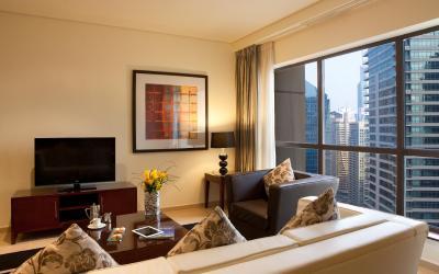 Ramada Plaza Jumeirah Beach Residence - Bedroom Suite - obývák