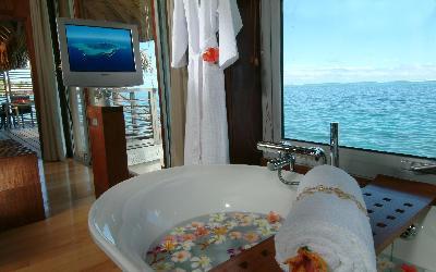 Villa_bathtub