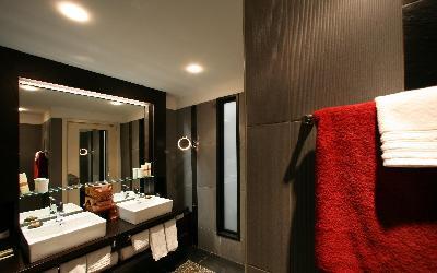 Suite_-_Bathroom_2
