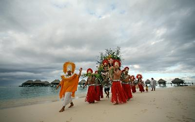 MOZ Hilton Moorea Wedding3.gallery_image.1