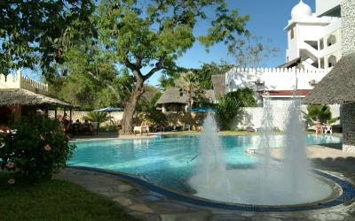Zadní bazén | Bamburi Beach Hotel