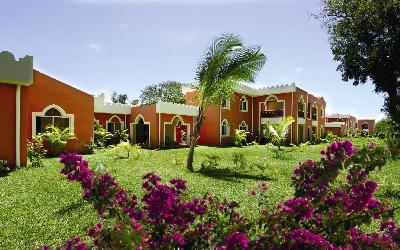 Hotelové budovy v zahradě
