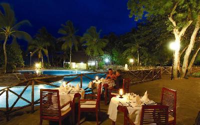 Večeře u bazénu