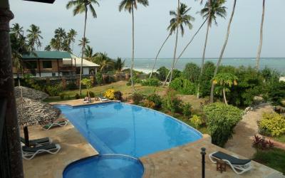 Výhled z pokojů v prvním patře na bazén a pláž | Zawadi Beach Villas Matemwe