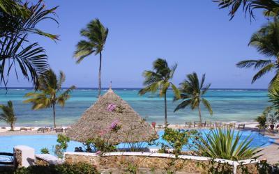 Bazén | Karafuu Beach Resort & SPA