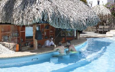 pool bar | La Pagerie