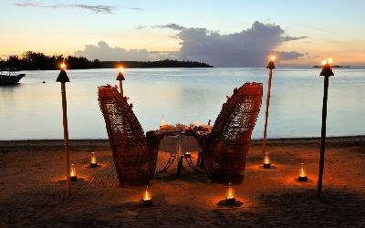 MOZ Intercontinental Moorea Dinner on the Beach.gallery_image.1