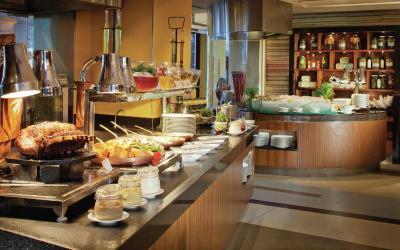 Jumeirah Beach Hotel - Latitude - Buffet Area