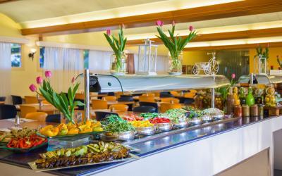 Prima Music Hotel - bohatý bufet