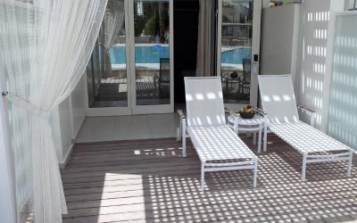 Isrotel Yam Suf - Deluxe Pool View Room s terasou (přízemí)