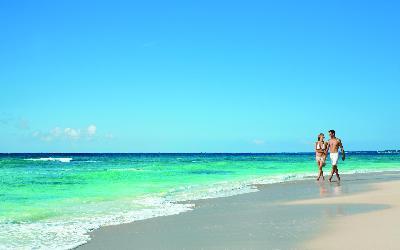 DRETU_EXT_Couple_Beach2_2