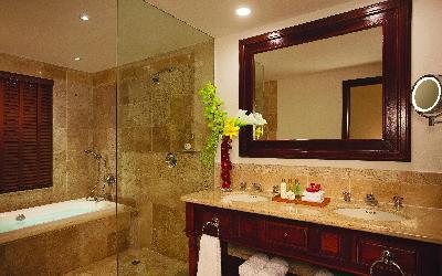 DRETU_Jr Suite Bathroom_1A