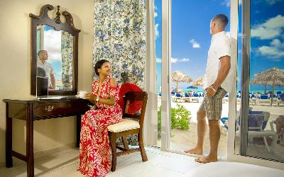 BZB_Accom_BeachFront-Patio-Room_Couple