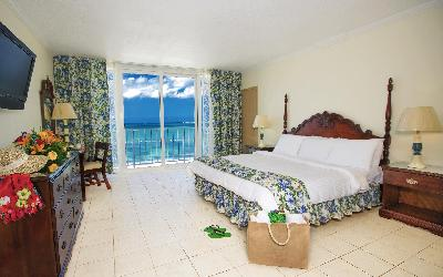 BZB_Accom_OceanFront-Room