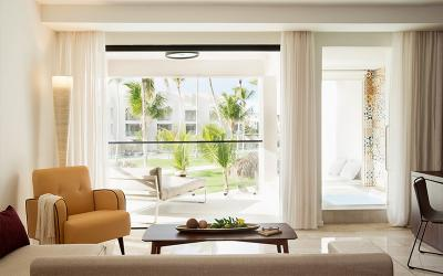 Jr Suite Pool View_O4A1346-LR
