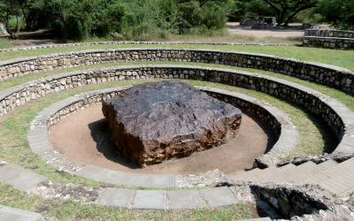 Největší meteorit světa Hoba váží 60 tun a zavítal k zemi před 80 tisíci lety  | Namibia