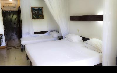 Hotel Reef_III